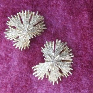 Vintage Jewelry - Vintage Trifari Clip on Earrings Gold Toned Metal